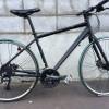 黒いクロスバイク